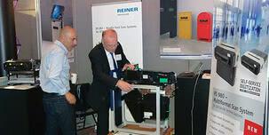 """REINER presenta una sorpresa muy positiva con la novedad del escáner RS 980 en la """"Self-Service Banking Europe"""" en Londres"""