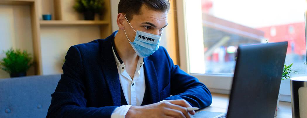 El deber de llevar máscaras en la oficina